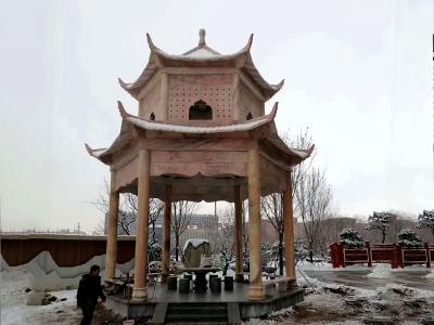 公园晚xia红石liang亭
