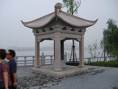 四角花岗岩石liang亭