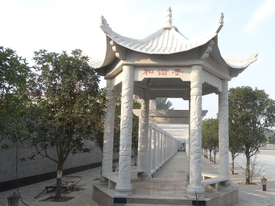 学xiao四角石liang亭