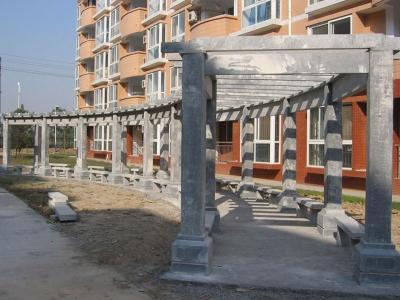 小qu楼下石雕长廊